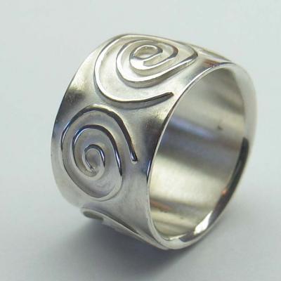 Zilveren Ring Met Versieringen